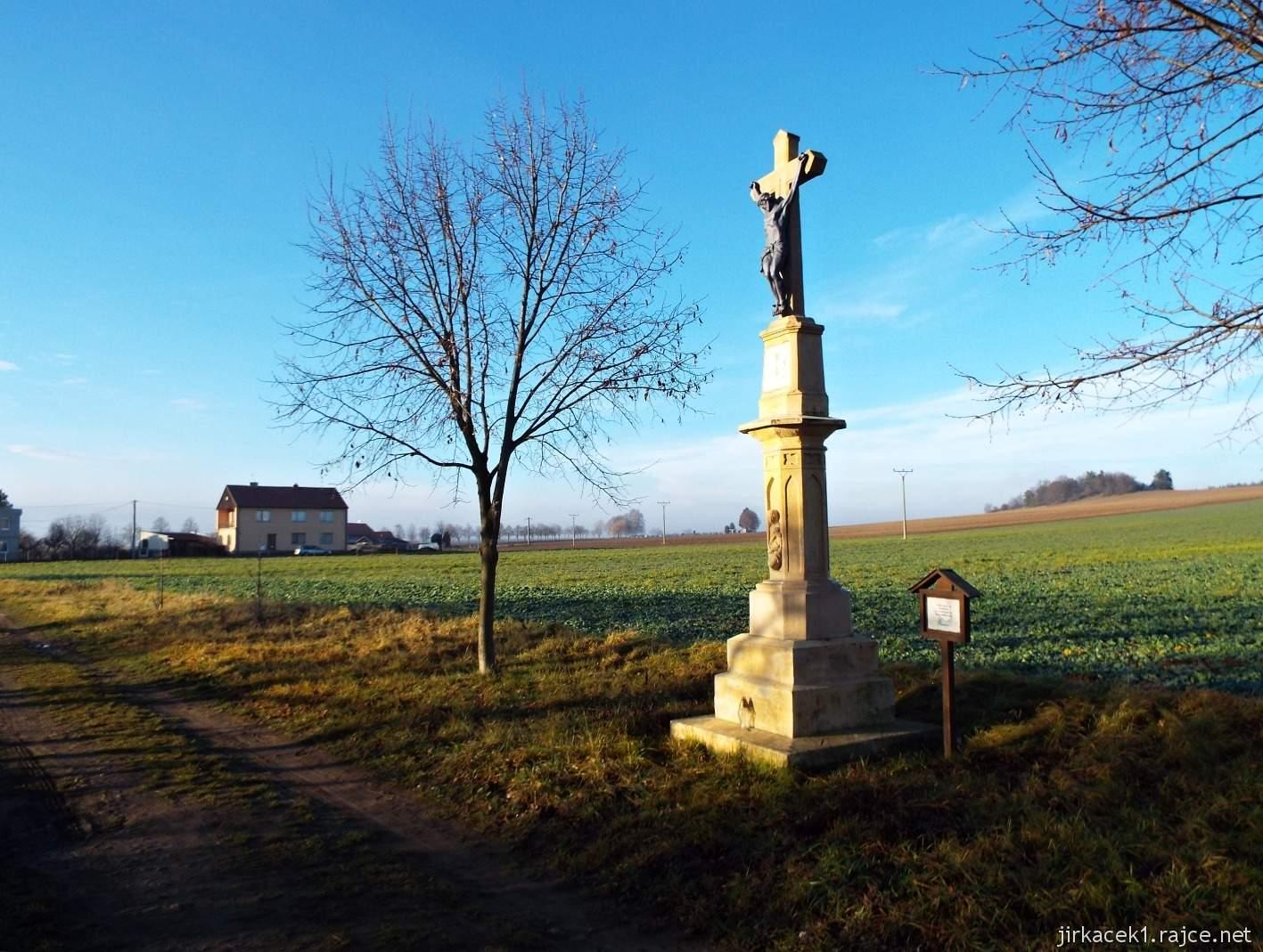 081 - Kříž s Kristem na okraji Krumsína nedaleko desáté keše