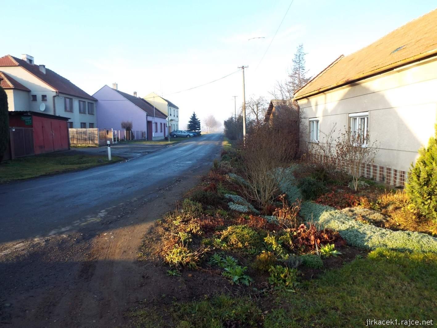 087 - výpadovka z obce Krumsín